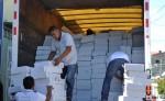 Trabajadores del Consejo Supremo Electoral descargan la maleta electoral en Boaco/M. Rodríguez