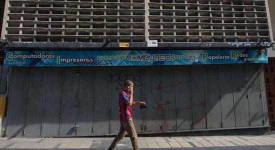 Oposición venezolana redobla presión contra Maduro con huelga general