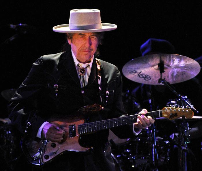 Le tomó dos semanas a Bob Dylan reaccionar por el nombramiento del Premio Nobel de Literatura.