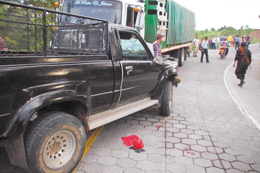 Una vez más, el consumo de alcohol provoca llanto y luto en las carreteras del país, esta vez, en Bocay, Jinotega. LA PRENSA/L. E. MARTÍNEZ