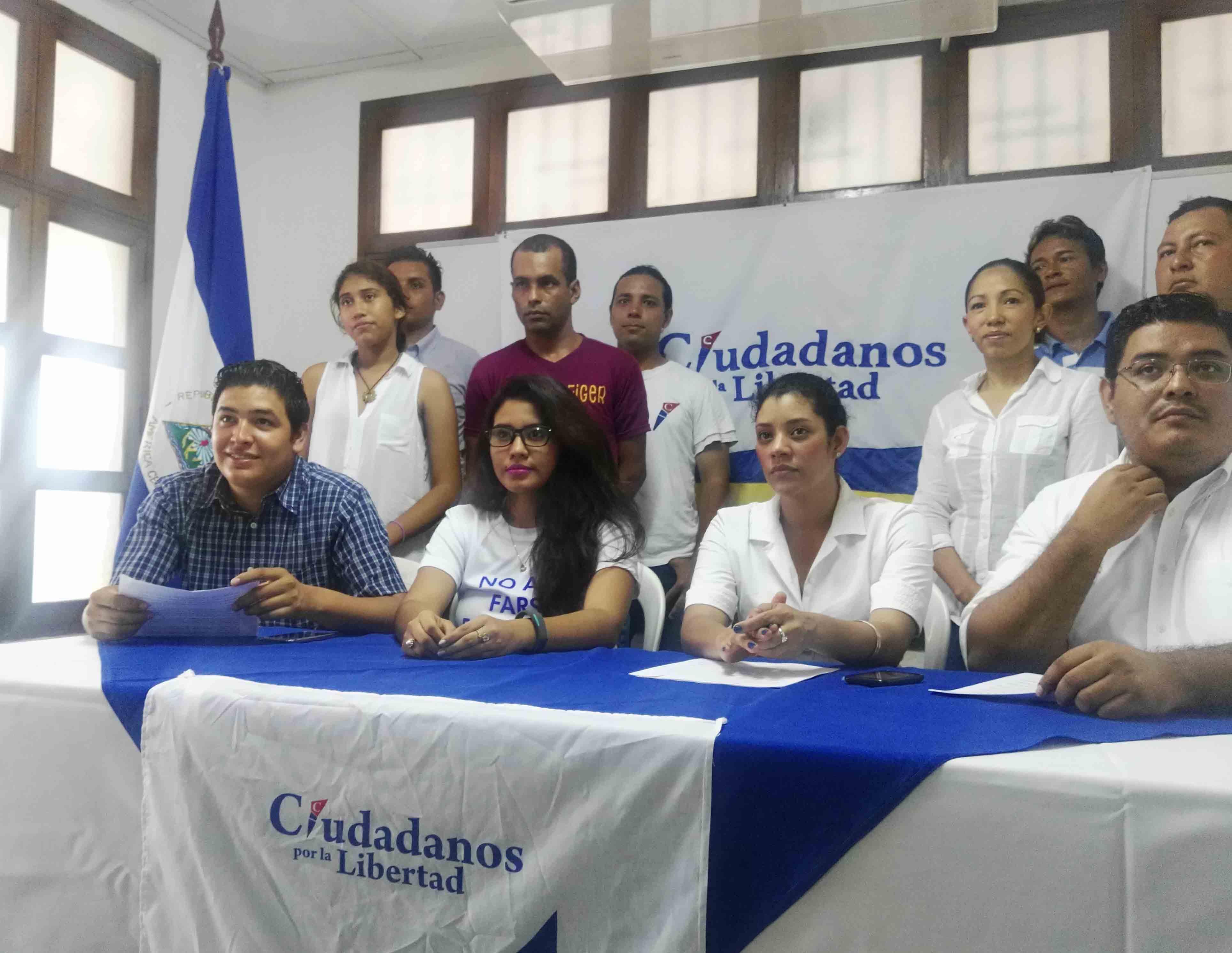 Miembros de Ciudadanos por la Libertad.  FOTO LEONOR ALVAREZ