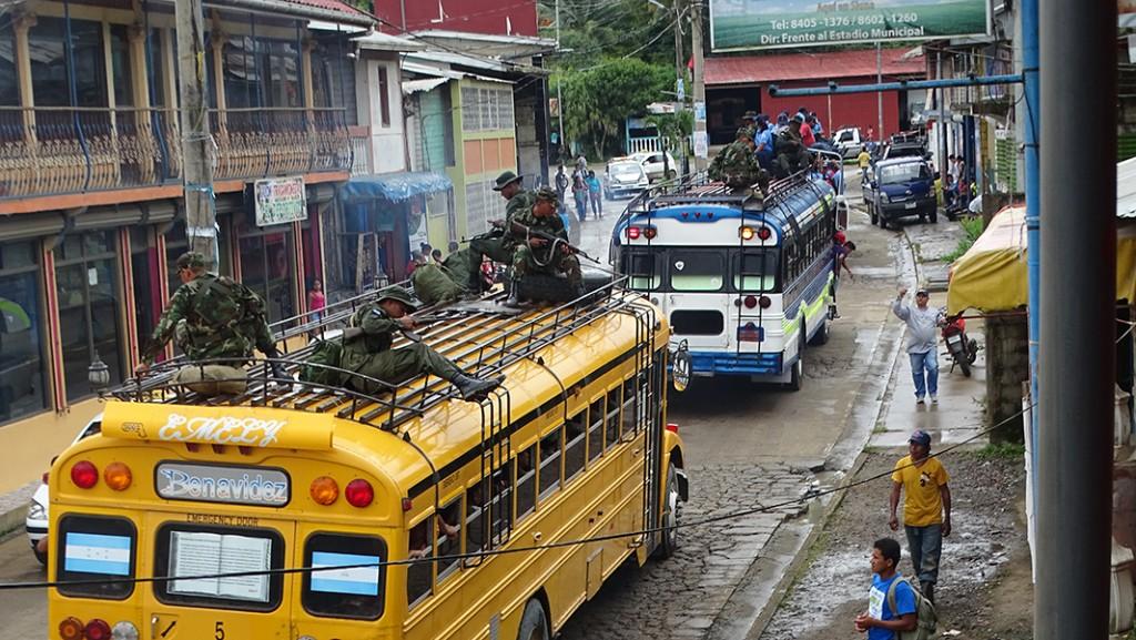 El Ejército de Nicaragua y la Policía Nacional resguardó la salida del personas de las JRV más lejanas de Siuna. LA PRENSA/J. GARTH