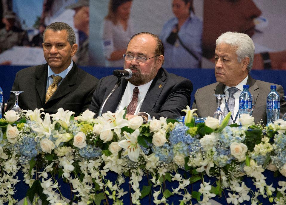 De izquierda a derecha: Lumberto Campbell, Roberto Rivas y Emmett Lang, dando primer informe de elecciones del 2016 del CSE en el Hotel Crowne Plaza, en Managua. LA PRENSA / Uriel Molina
