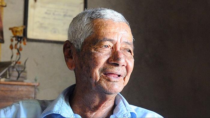 Don Chuno Blandón tiene 30 años de dedicarse a la venta de churros y empanadas. LA PRENSA/ Carlos Valle