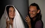 Una escena de la tragicomedia El conde Drácula tiene sida. Actúan en esta obra Andrea Marcela Cerna y Jorge Alberto Vanegas López. LAPRENSA/URIEL MOLINA