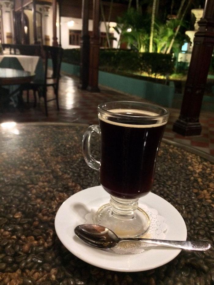 """Café """"carajillo"""" en el restaurante del Hotel Darío, Granada, donde el tenista Rafael Nadal almorzó. Foto: LA PRENSA / Fabrice Le Lous."""