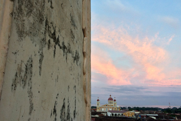Vista este desde el campanario de la iglesia de La Merced. En el centro, la Catedral de Granada. Foto: LA PRENSA / Fabrice Le Lous.
