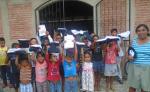 Parte de los más de 73 niños y niñas en edad escolar que recibieron uniformes nuevos para lucirlos en la promoción de preescolar y primaria en varias comunidades del municipio de Somoto. LAPRENSA/W. ARAGÓN/LA PRENSA.