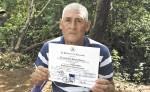 Eduardo del Pilar Parrales  recibió su diploma de bachiller. LA PRENSA/M. GARCÍA