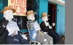 A pocas semanas del fin de año inició la venta de estos muñecos que simbolizan el año viejo. LAPRENSA/C.VALLE