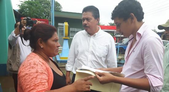 Policía devuelve vehículos a Francisca Ramírez