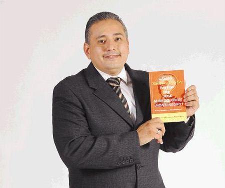 Escritor Francisco Ernesto Martinez. LAPRENSA/CARLOS VALLE