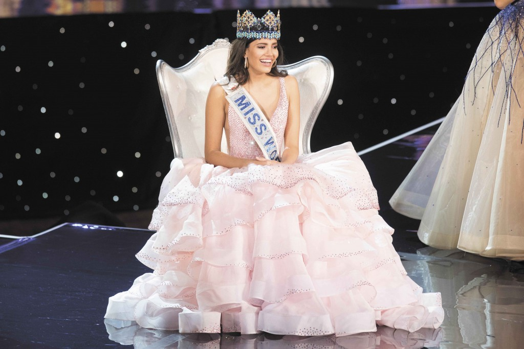 Miss Puerto Rico Stephanie Del Valle reacts after being crowned Miss World during the Miss World 2016 pageant at the MGM National Harbor December 18, 2016 in Oxon Hill, Maryland.   / AFP / ZACH GIBSON