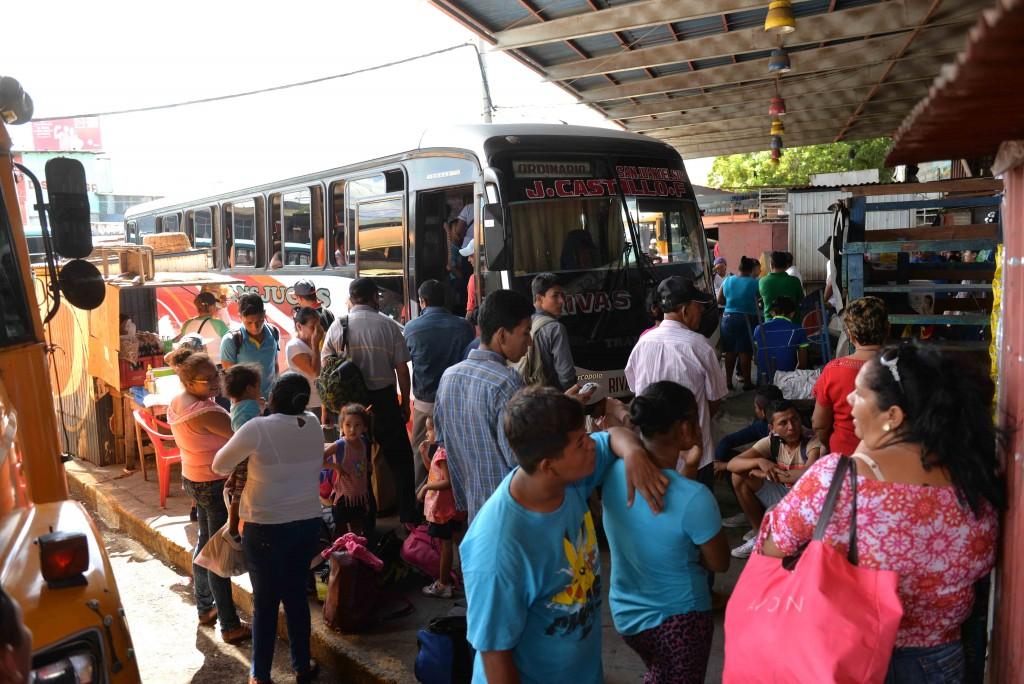En la terminal del mercado Roberto Huembes se duplicó la cantidad de viajes a Peñas Blancas por la demanda de usuarios.