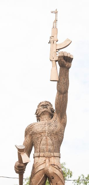 El Monumento al Combatiente Popular, realizado por el escultor Frank Orozco, recuerda a los héroes anónimos de la lucha insurreccional de 1978. LAPRENSA/URIEL MOLINA