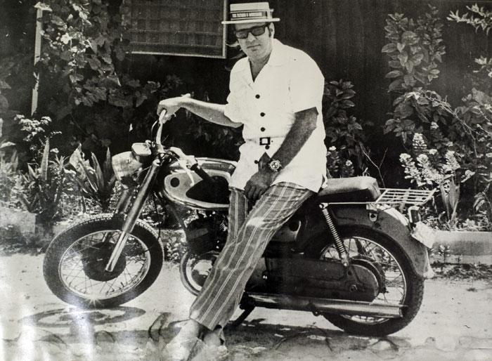 A Pedro Joaquín le encantaba recorrer los barrios de Managua en motocicleta. LA PRENSA / Cortesía familia Chamorro.