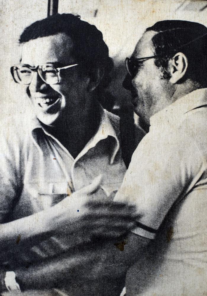 La última fotografía tomada a Pedro Joaquín Chamorro (derecha), fue junto a Edmundo Jarquín, el 8 de enero de 1987, dos días antes de su muerte. LAPRENSA/Cortesía familia Chamorro
