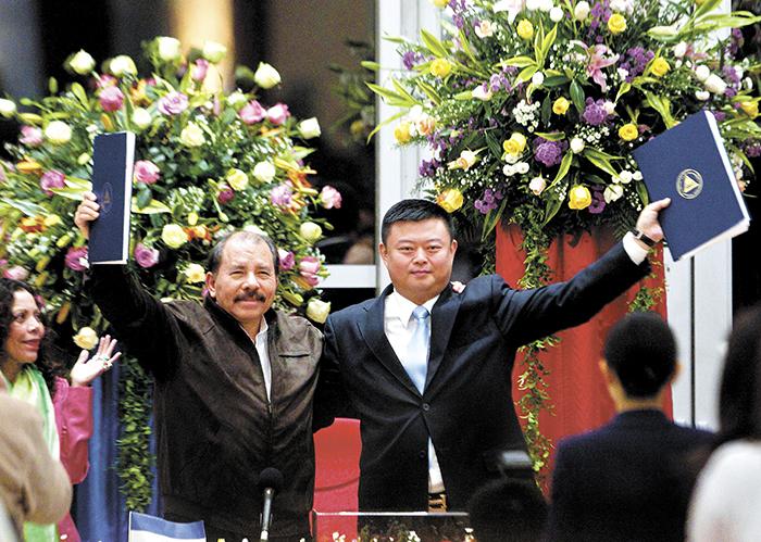 """La firma del pacto Ortega-Wang Jing para la construcción de un Canal Interoceánico en Nicaragua le ha valido la acusación política de """"vendepatria"""" a Daniel Ortega por parte del movimiento campesino anticanal, por las concesiones onerosas de la entrega de soberanía y recursos nicaragüenses a los empresarios chinos. LA PRENSA/ARCHIVO"""