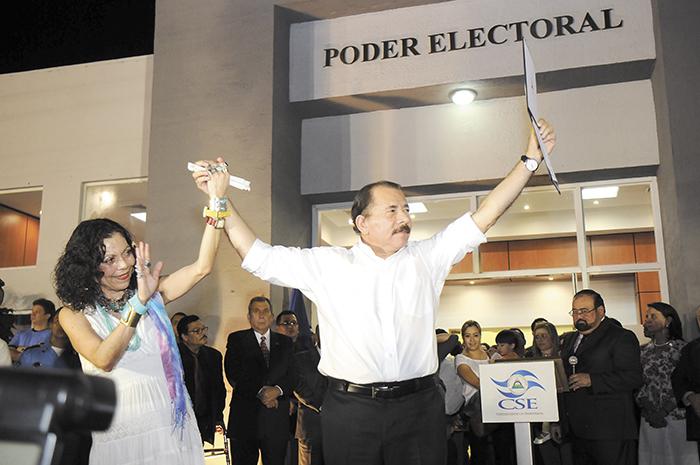 Con el control del CSE a su favor Ortega nombró a su esposa Rosario Murillo como candidata a vicepresidenta de Nicaragua para el período 2017-2021, iniciando con ello, a criterio de muchos analistas, un nuevo episodio de dinastía familiar en Nicaragua. LA PRENSA/ARCHIVO