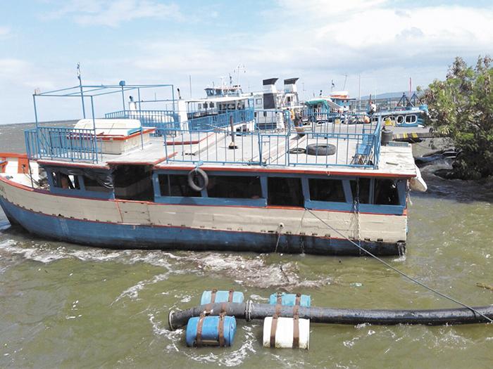 La Fuerza Naval suspendió los zarpes desde el puerto de San Jorge, en Rivas, hacia la isla de Ometepe debido a los fuertes vientos que se registraron. LA PRENSA/R. VILLARREAL