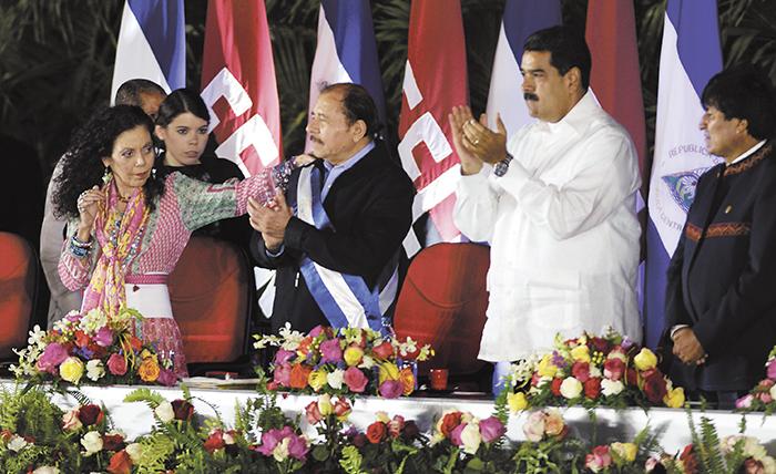 De los pocos mandatarios que asistieron a la toma de posesión están: el de Venezuela, Nicolás Maduro, y el de Bolivia, Evo Morales. LA PRENSA/M. ESQUIVEL