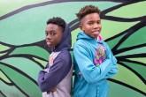 Dos niños de una escuela pública comparten el Globo de Oro de Moonlight