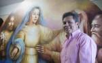 Ernesto Díaz Brenes pinta cinco misterios del Santo Rosario en la Iglesia de Xalteva en Granada. LA PRENSA/LISSA VILLAGRA
