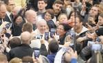 El papa Francisco agradeció ayer la labor  que realizan  los empleados del servicio de seguridad del Vaticano. LA PRENSA/ EFE